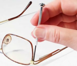Как починить очки если они сломались — учимся чинить оправу и дужки очков